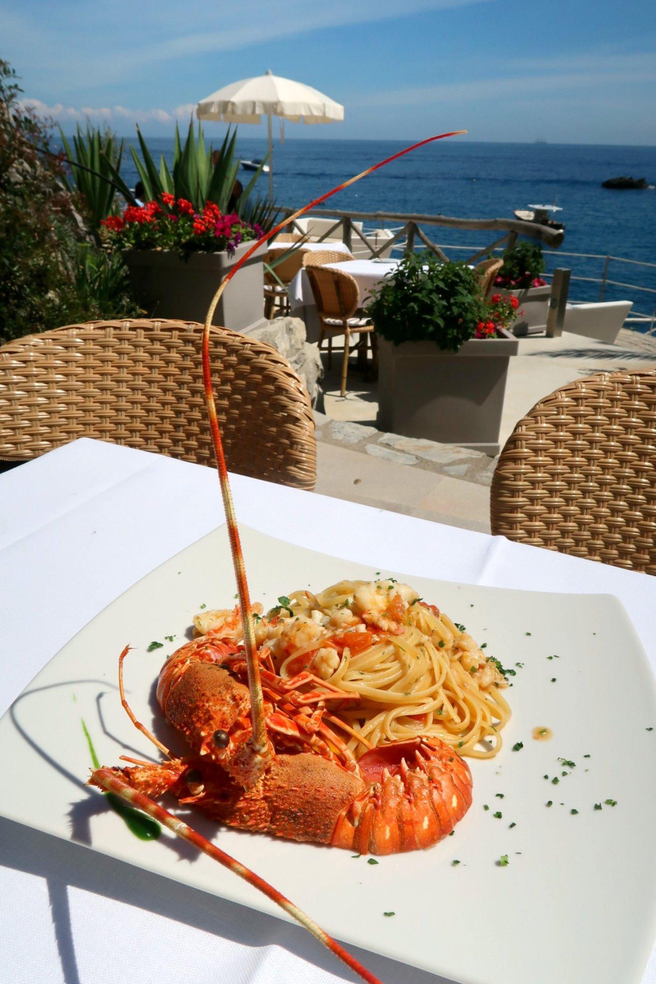 Conca del Sogno: Idyllic beach dining in Amalfi.