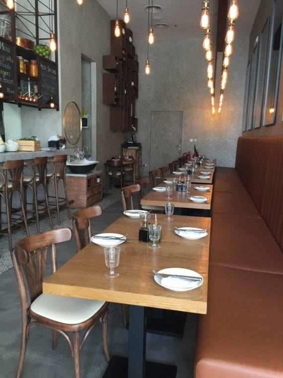 Izu Bakery/Brasserie: City Walk cafe culture.